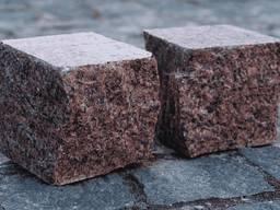Dlažobné kocky z prírodného kameňa