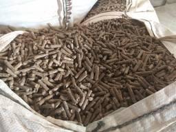 Granulovaná kŕmna zmes je vyrobená z výťahového odpadu z jač
